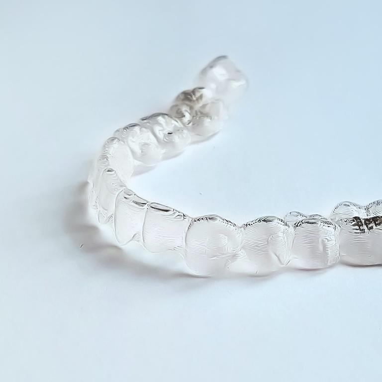 Regulierung für perfekt gerade Zähne