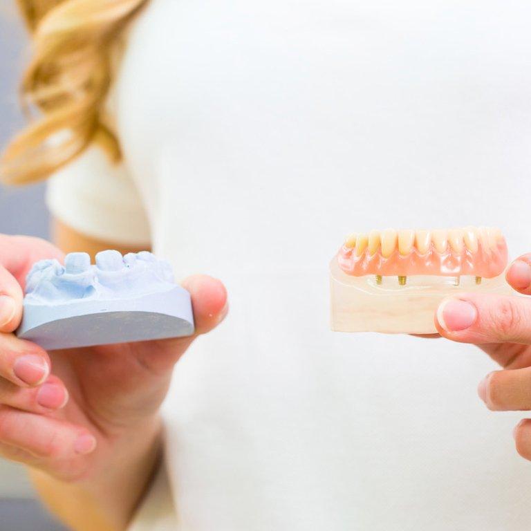 Zahnprothesen in der Praxis Exeli, in Klagenfurt